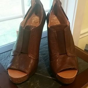 Vince Camuto heels euc size 8.5